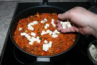 35 - Add diced feta / Gewürfelten Feta dazu geben
