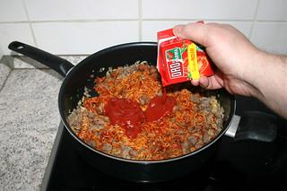 22 - Deglaze with sieved tomatoes / Mit passierten Tomaten ablöschen