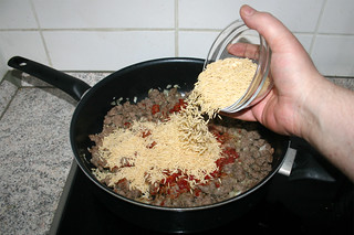 20 - Add orzo to pan / Orzo in Pfanne geben