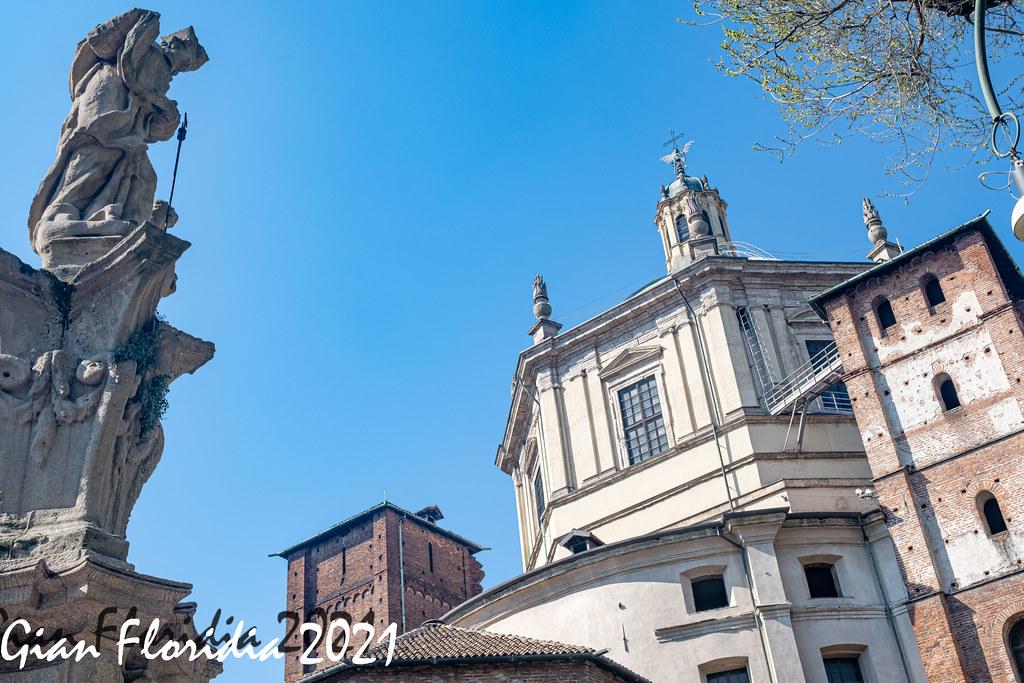 Milano, statua di S. Lazzaro presso S.Lorenzo