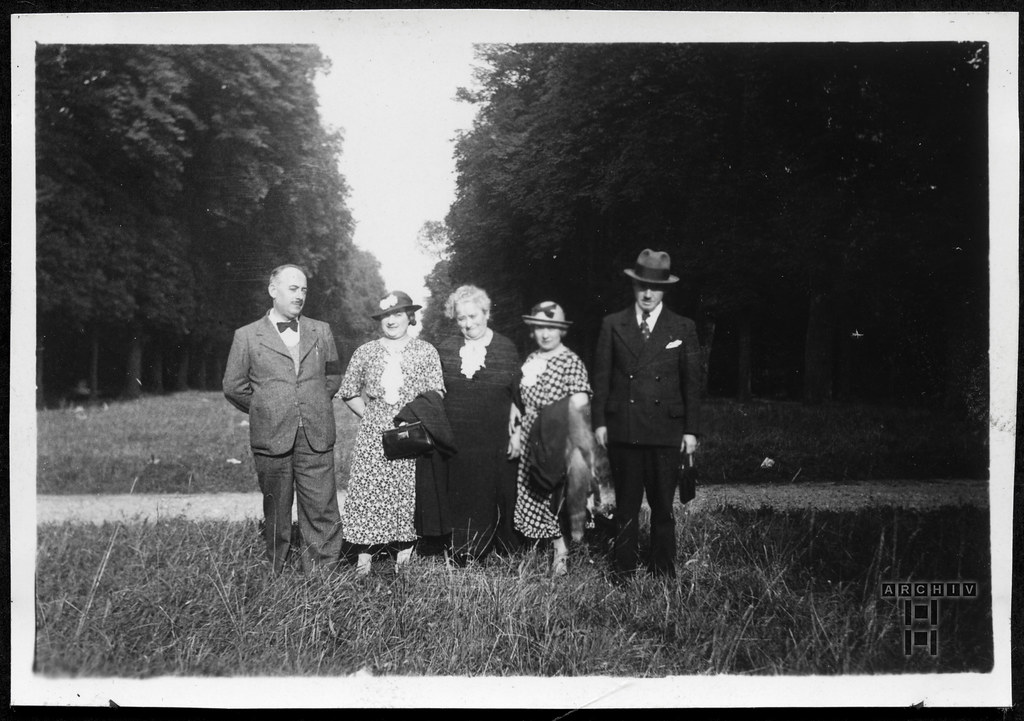 ArchivTappen23AAl2h207 Sonntagsausflug, Familienfoto, Paris, 1920-1930er