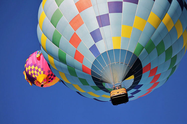 hot air balloon riders with free equipment