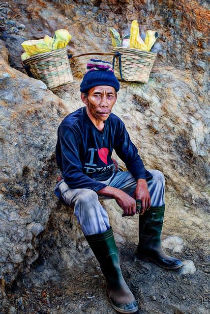 Sulphur miner, Kawah Ijen, East Java, Indonesia