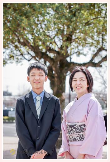 小学校卒業記念の写真 出張撮影 ママと一緒に 男の子