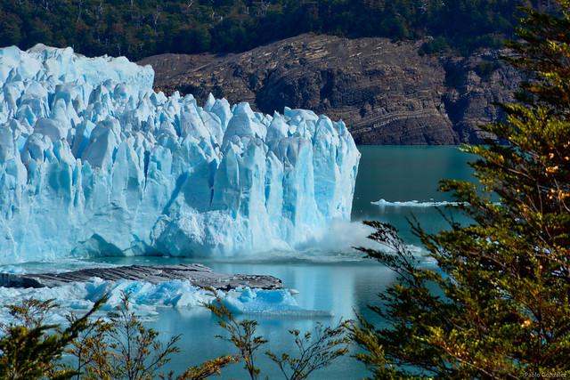 Desprendimiento del Glaciar Perito Moreno. Patagonia, Argentina.