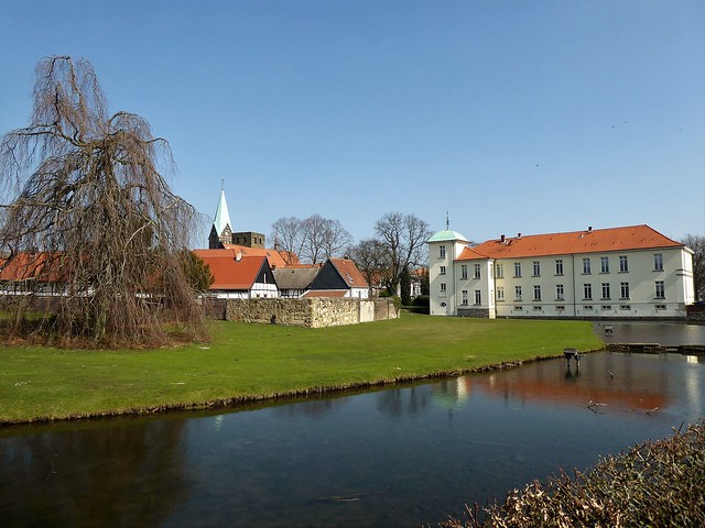 Westerholt, Blick auf Schloss und historische Altstadt
