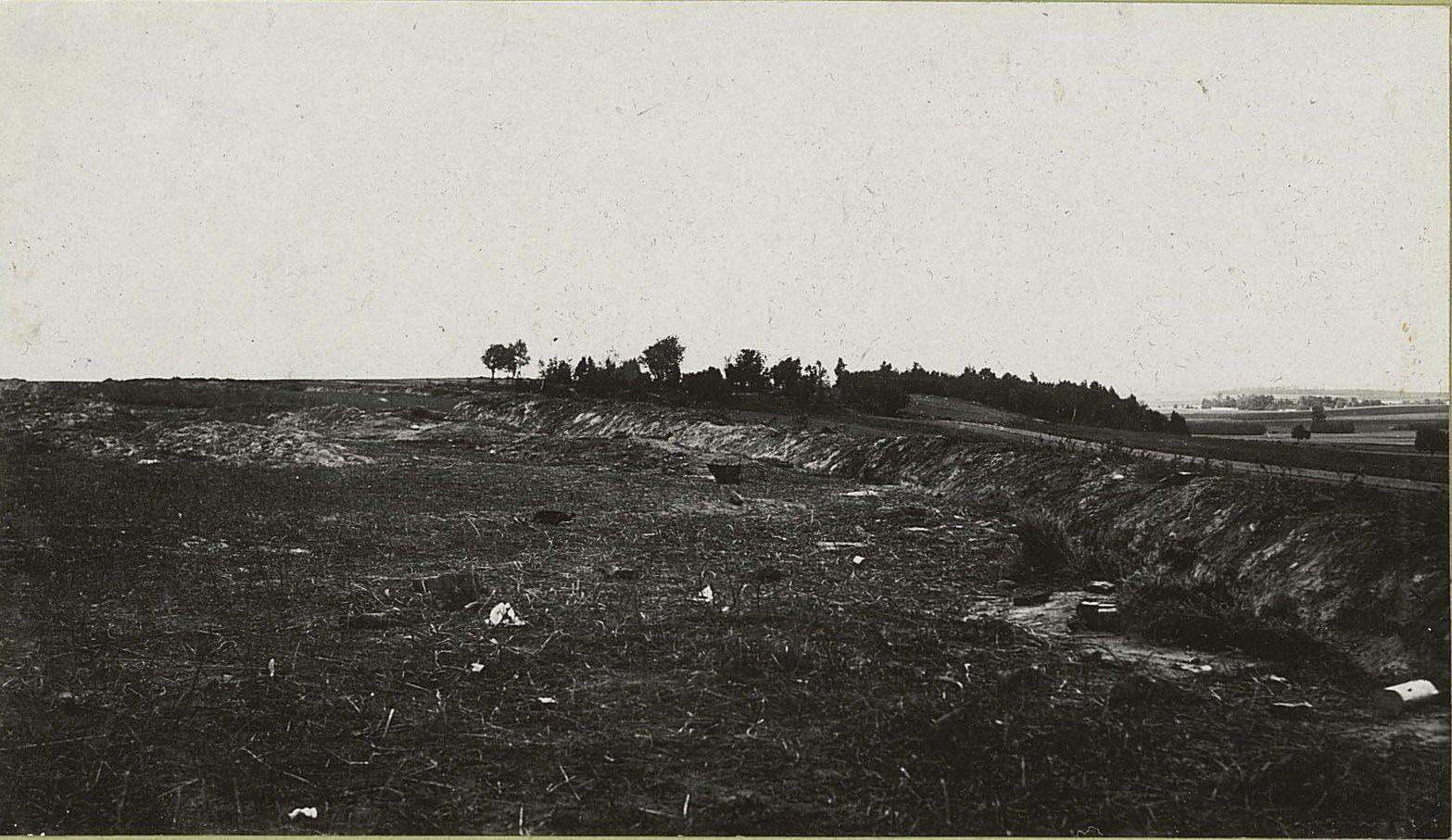 11. Австрийские окопы на горе 134 у деревни Пиатраков, оставленные при наступлении русских войск