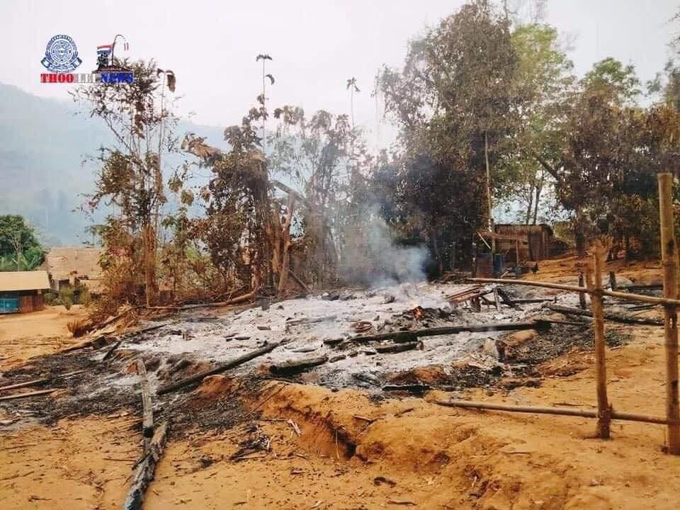 กองทัพพม่าโจมตีทางอากาศถลมบ้านทีสเวนี ในเขตจังหวัดมูตรอ เมื่อวันที่ 27 มี.ค. 64 (ที่มา: Thoolei News - KNU -Department Of Information)