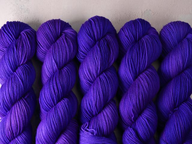 Favourite Sock – pure merino 4 ply/fingering hand dyed superwash wool yarn 100g – 'Surreal'