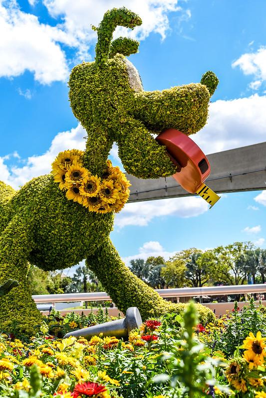 Pluto topiary flower & garden Epcot