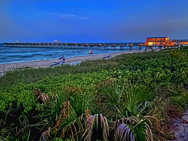 William O Lockhart Municipal Pier & Benny's on the Beach Restaurant, 10 Ocean Boulevard, Lake Worth Beach, Florida, USA / Rebuilt: 2009