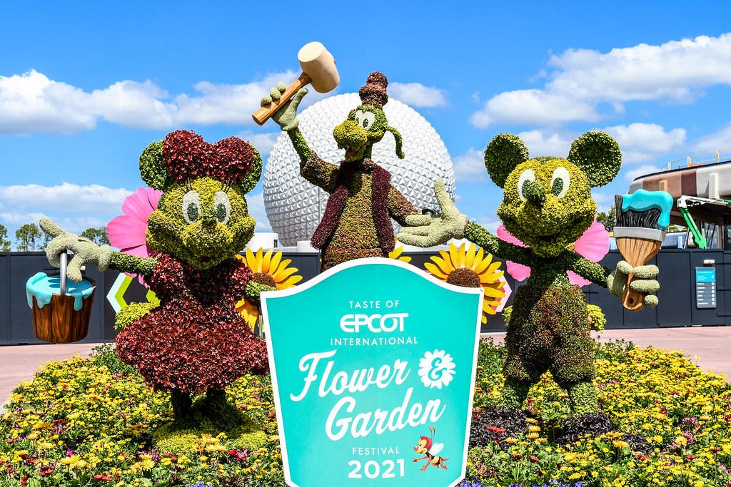 Mickey Minnie Goofy topiary flower & garden Epcot