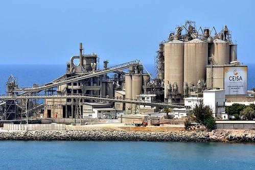 Vista de la industria cementera en El Pajar