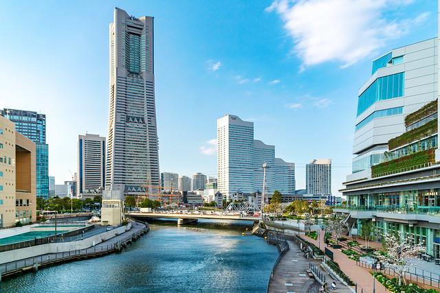 Yokohama Minatomirai Skyscrapers and Ooka River : 横浜みなとみらいの高層ビルと大岡川