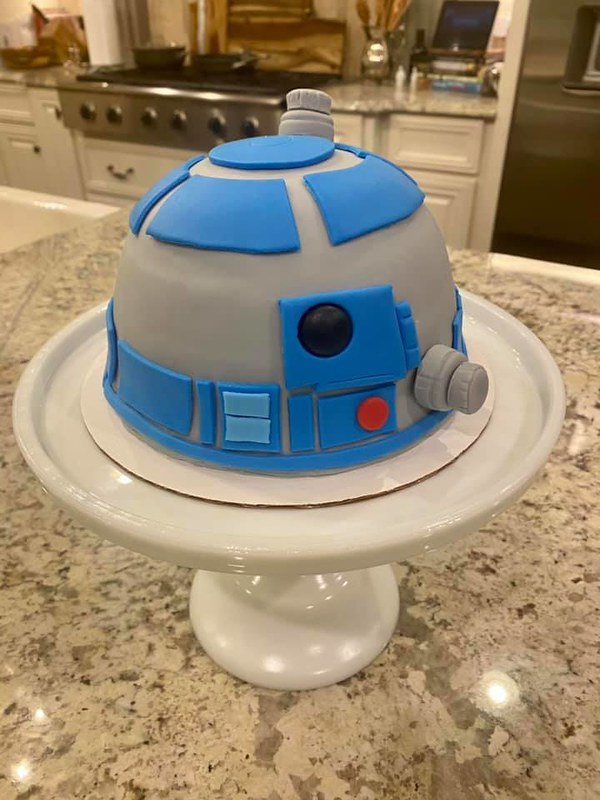 R2D2 Cake by The Sweet Life Bakery