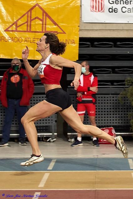 Deporte. Atletismo Máster. Cto. de Cataluña Indoor. 200 metros. Últimos metros.