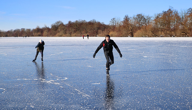 Speedskating on the smooth ice of Loosdrecht