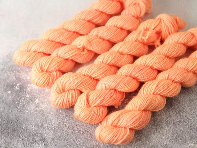Favourite Sock Minis – pure Merino wool superwash 4 ply / fingering hand dyed yarn 20g miniskeins – 'Peachy'