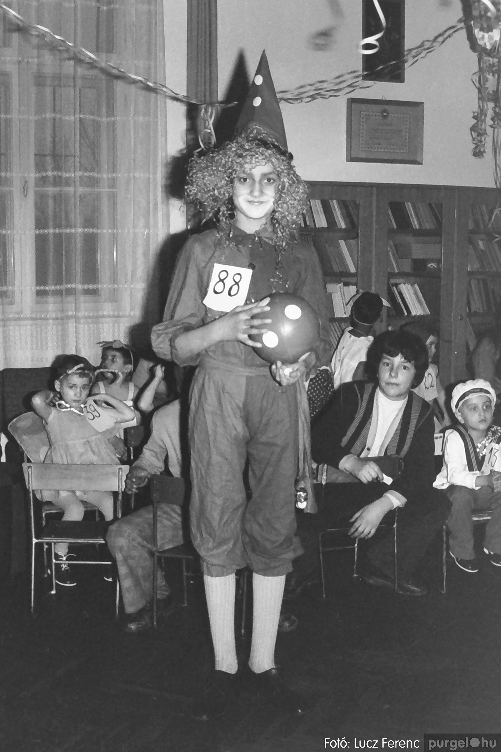 074. 1977. Farsang a gyermekotthonban 010. - Fotó: Lucz Ferenc.jpg