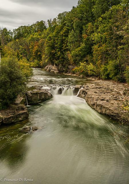 waterfall Thur .)2010/6690-1