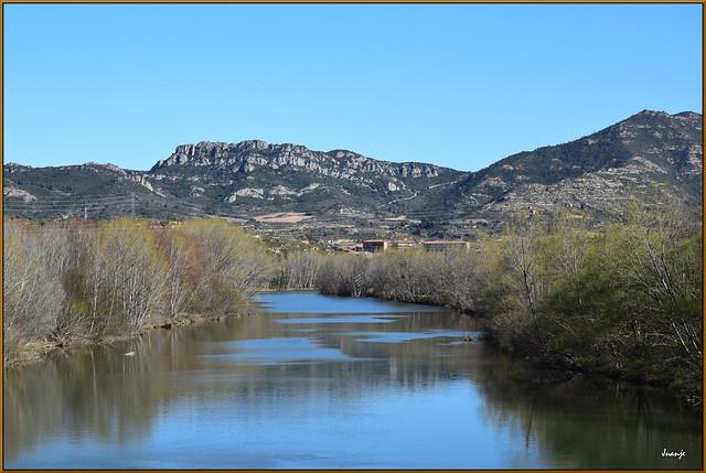 El Ebro y al fondo Briñas (La Rioja, España, 13-3-2021)