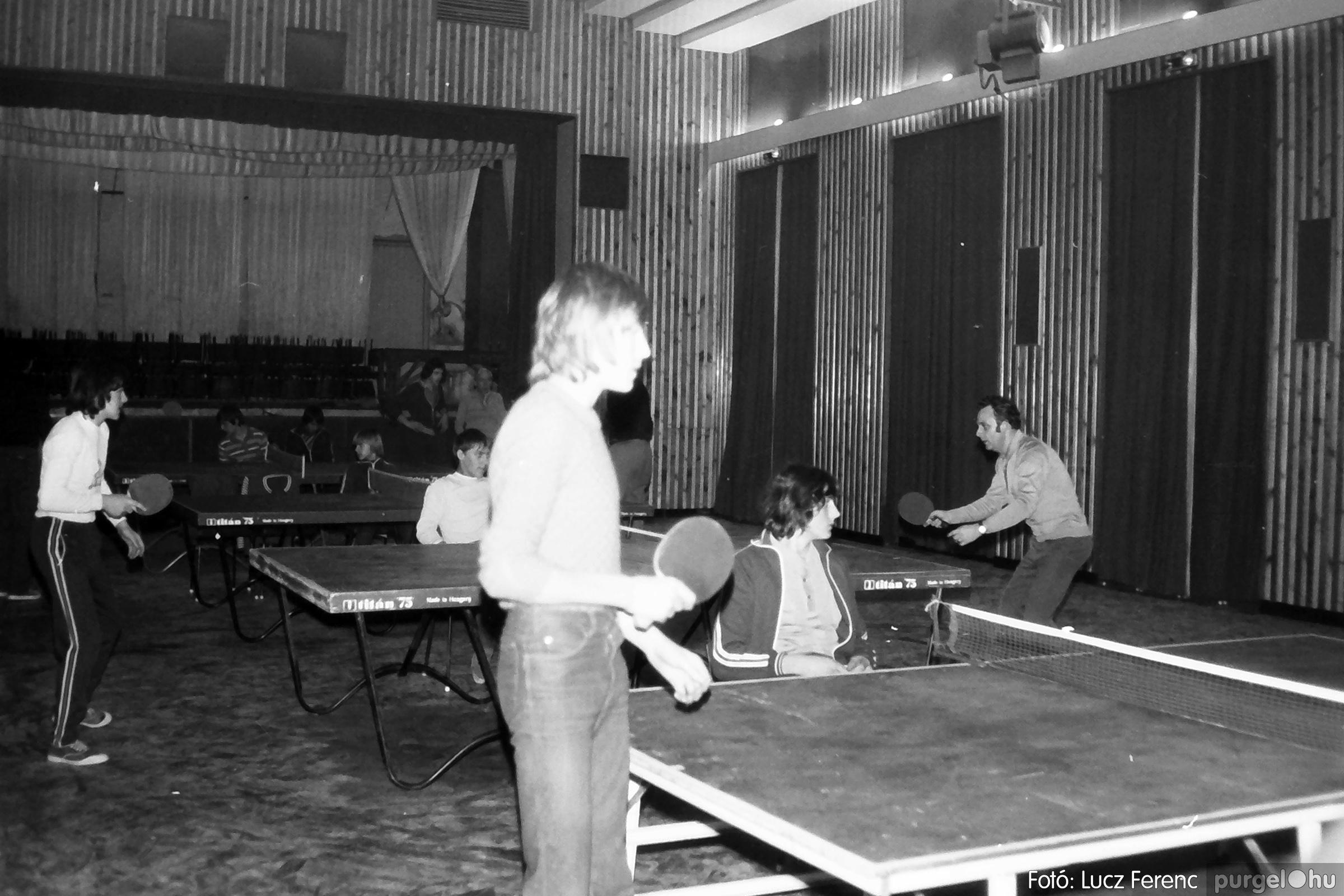 073. 1977. Asztaltenisz verseny 007. - Fotó: Lucz Ferenc.jpg