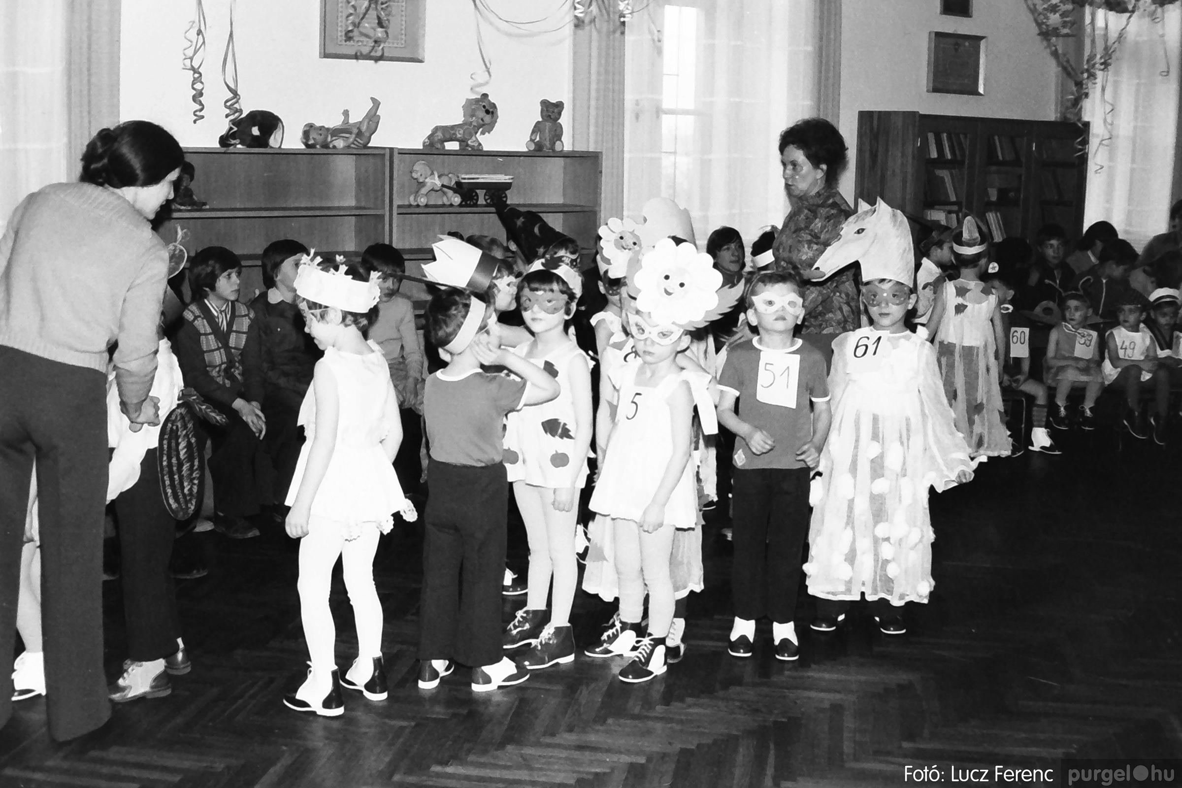 074. 1977. Farsang a gyermekotthonban 005. - Fotó: Lucz Ferenc.jpg