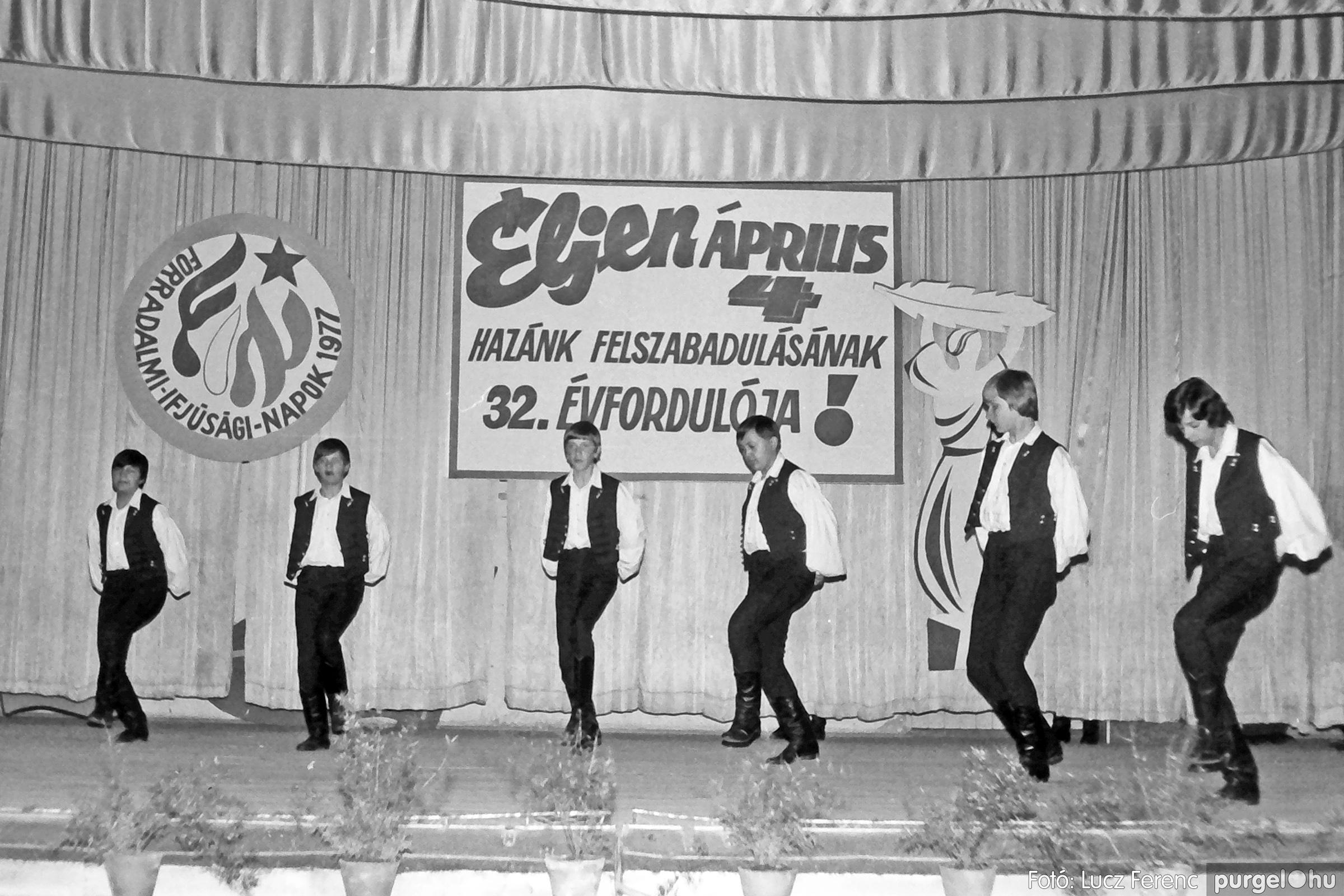 078. 1977.04.04. Április 4-i ünnepség 044. - Fotó: Lucz Ferenc.jpg