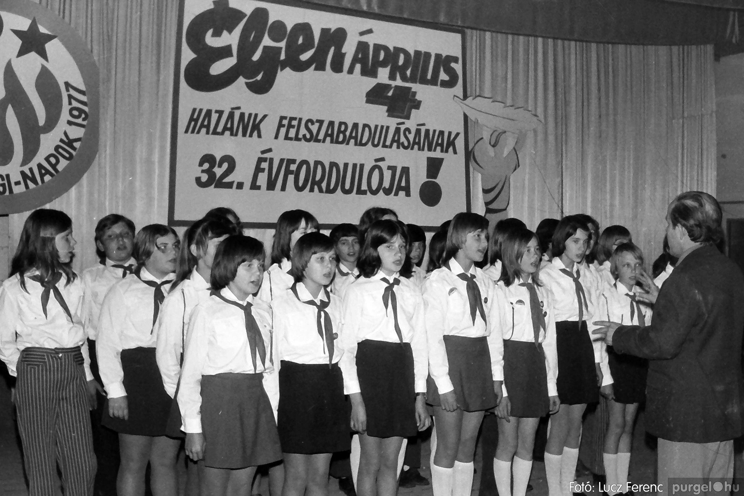 078. 1977.04.04. Április 4-i ünnepség 034. - Fotó: Lucz Ferenc.jpg