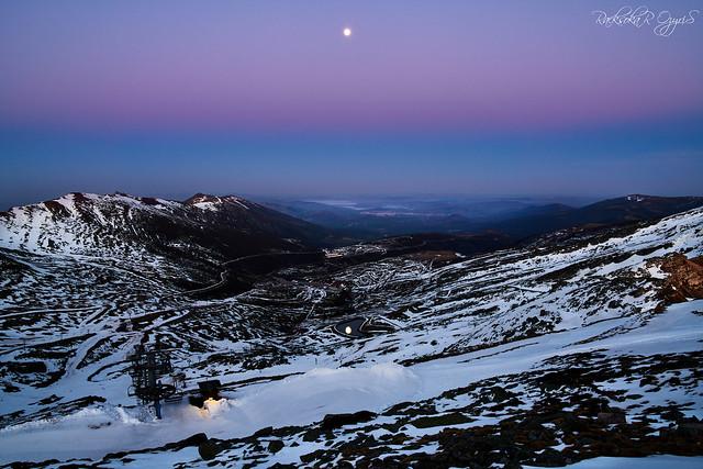 Y la luna se reflejó en su espejo para deleitarnos la bajada...