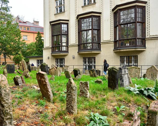 Casas al lado del cementerio judío de Praga