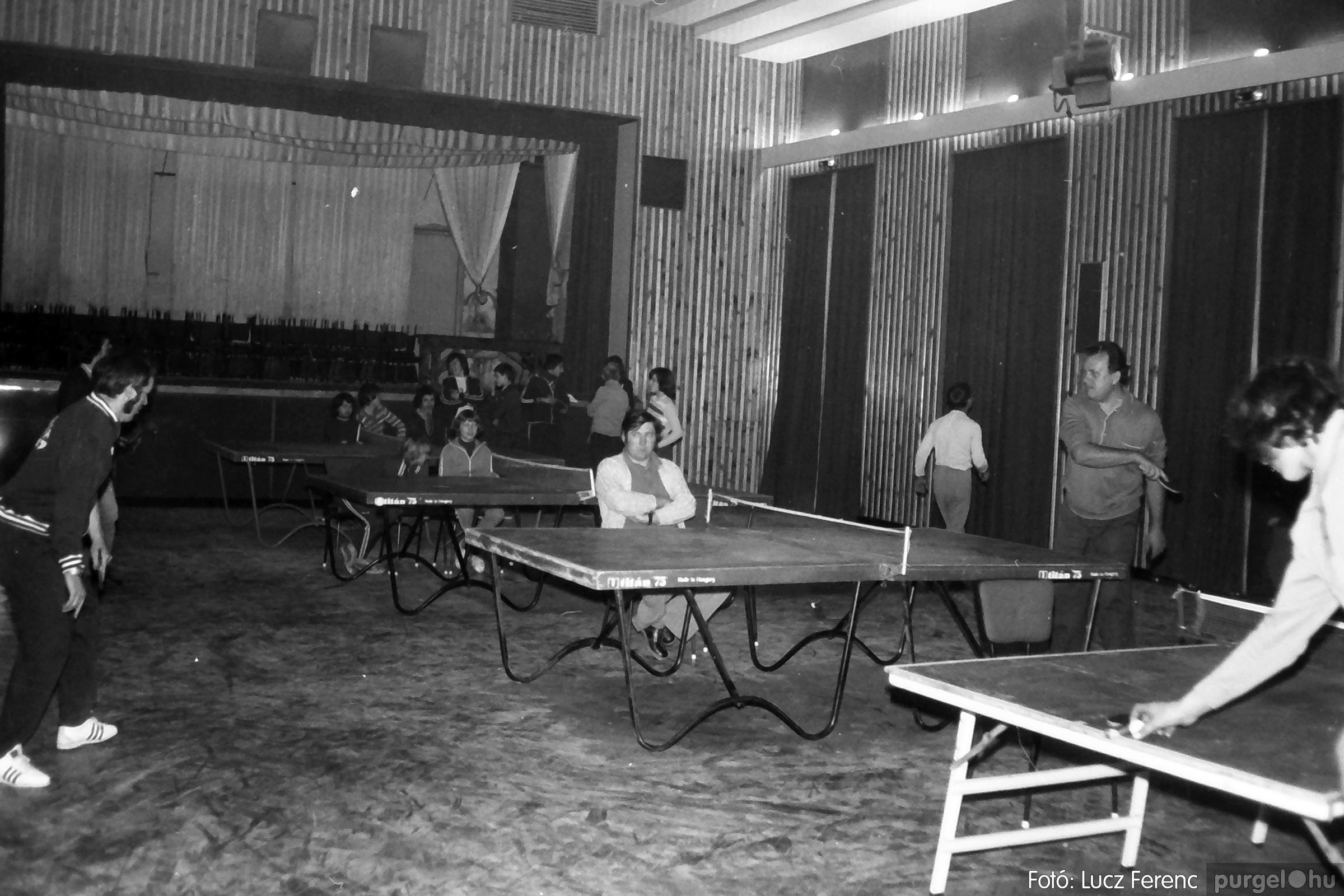 073. 1977. Asztaltenisz verseny 002. - Fotó: Lucz Ferenc.jpg
