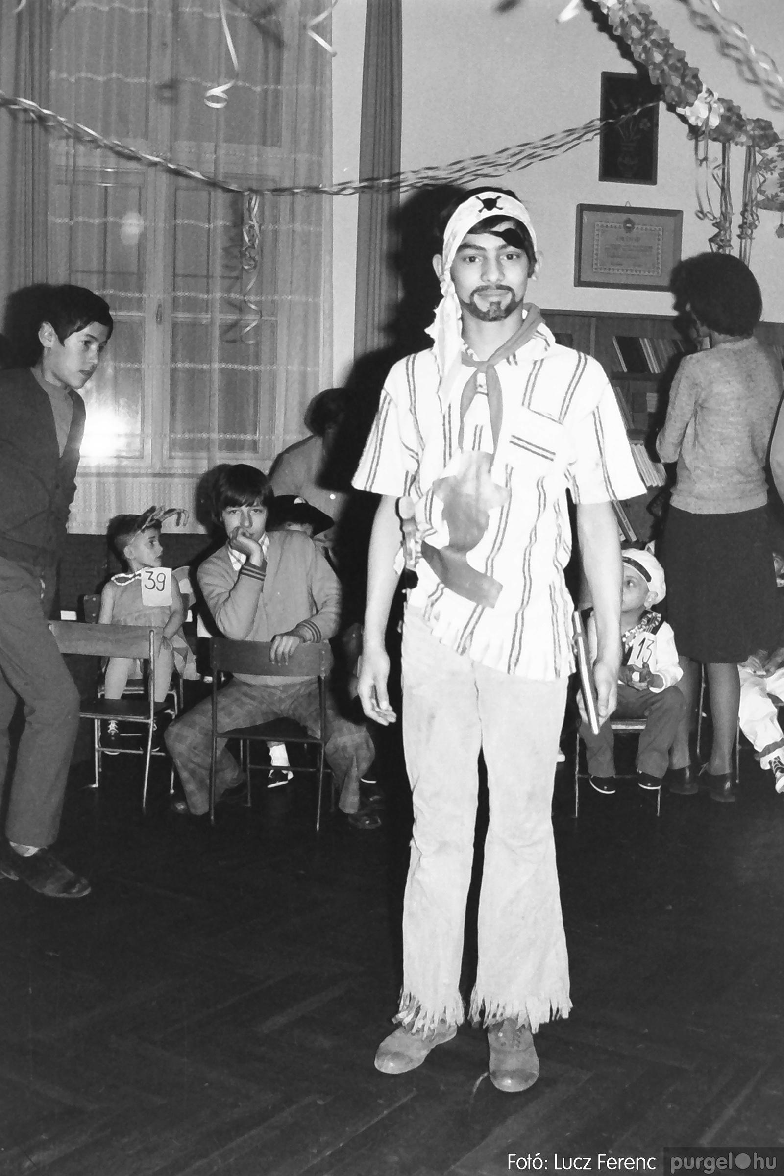 074. 1977. Farsang a gyermekotthonban 011. - Fotó: Lucz Ferenc.jpg