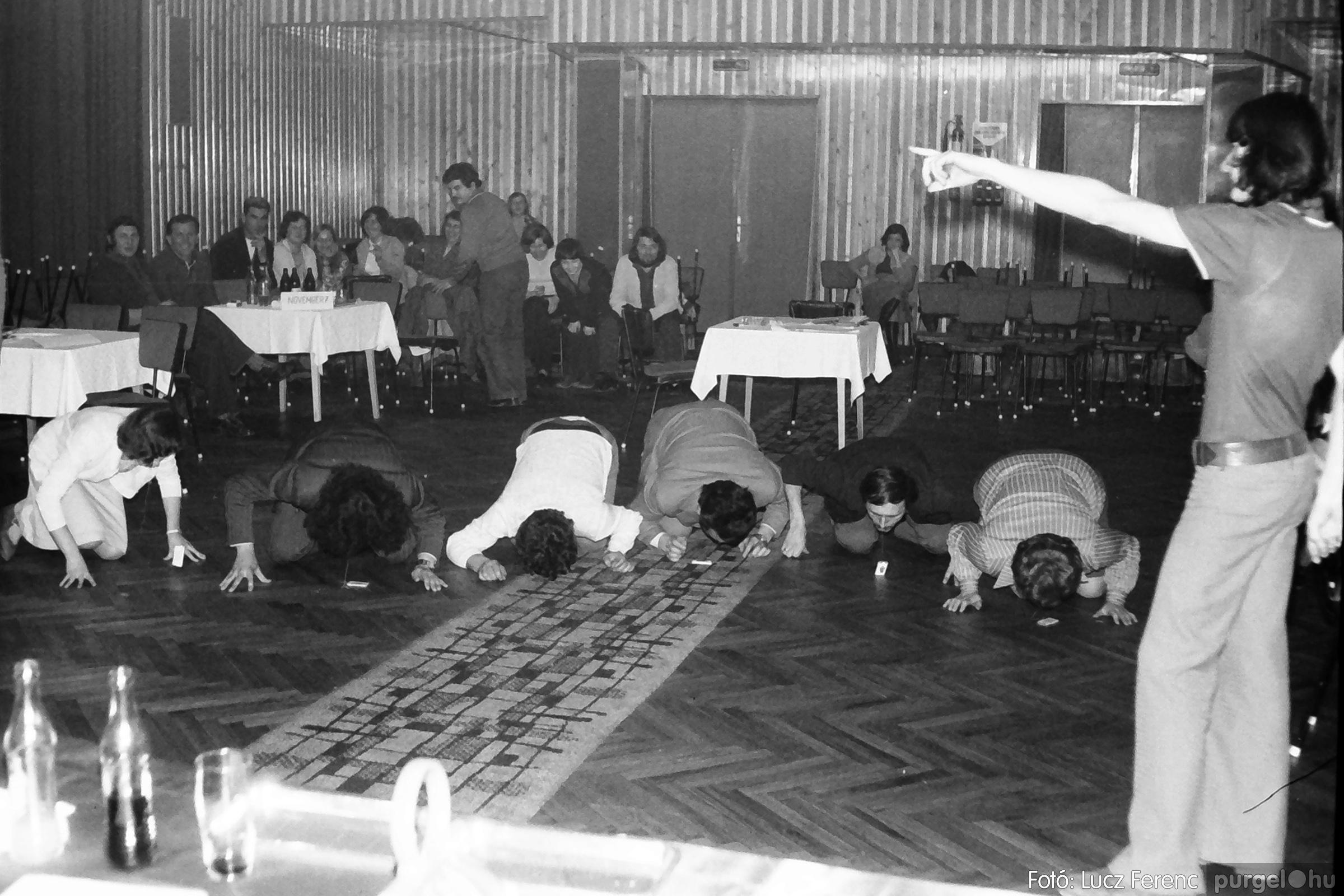 074. 1977. KTSZ-es dolgozók vetélkedője 010. - Fotó: Lucz Ferenc.jpg