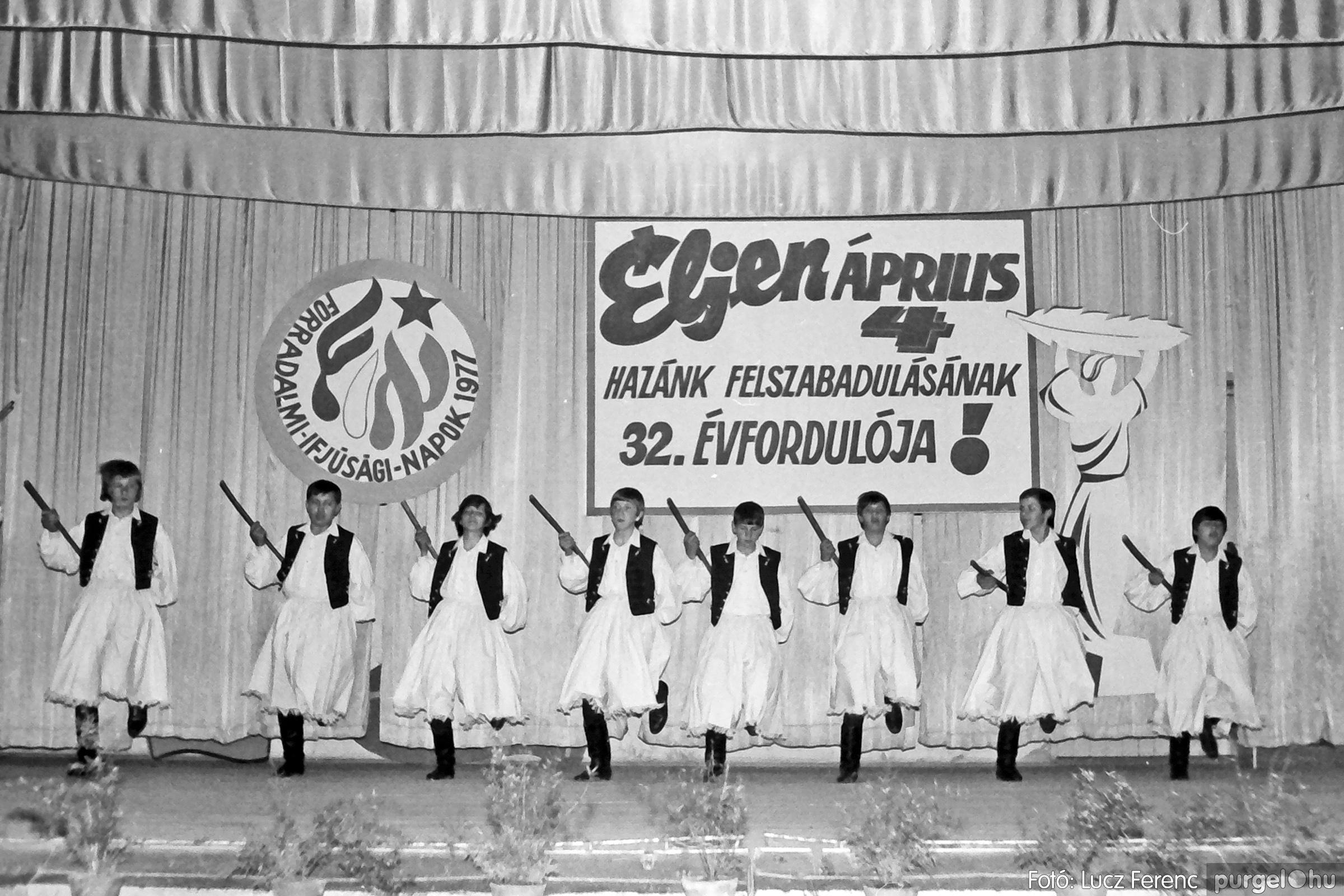 078. 1977.04.04. Április 4-i ünnepség 045. - Fotó: Lucz Ferenc.jpg