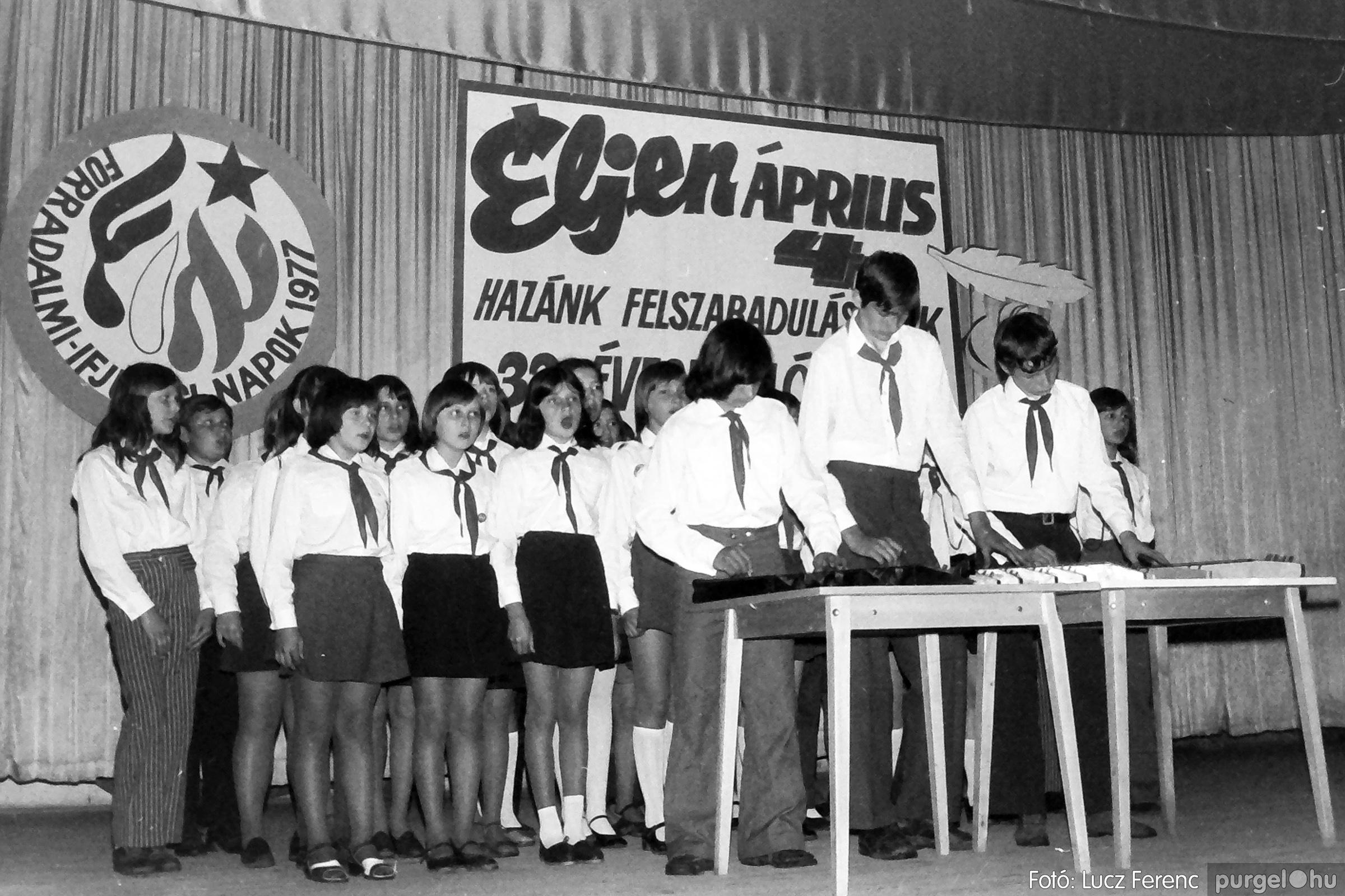 078. 1977.04.04. Április 4-i ünnepség 035. - Fotó: Lucz Ferenc.jpg