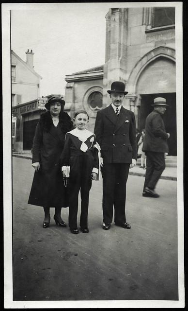 ArchivTappen23AAl2h231 Erstkommunion, Frankreich, 1920-1930er