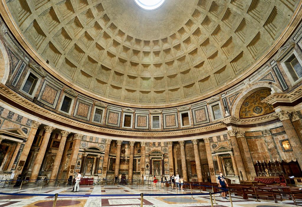 Pantheon sisällä