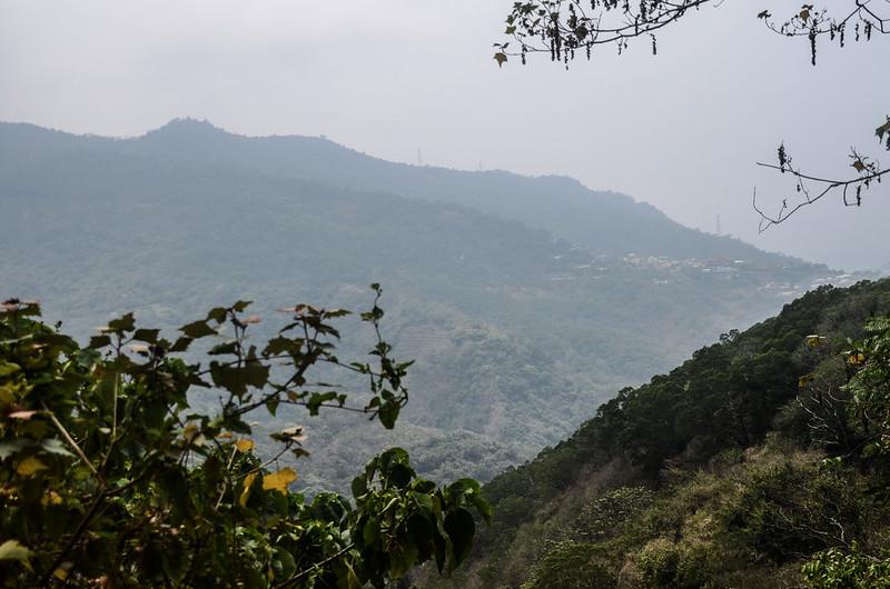 士文2號農路西南望士文部落、古華山