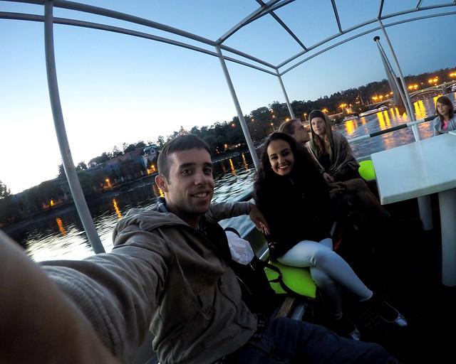 En barco por el rio Moldava en Praga