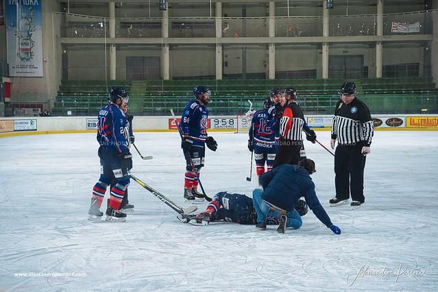 Bulldogs vs Milano Bears (4-2)