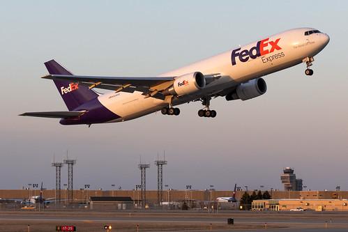minneapolisstpaulinternationalairport kmsp msp mspairport fedex boeing 767 b763 7673s2fer 767300er n128fe sunset takeoff runway17ops