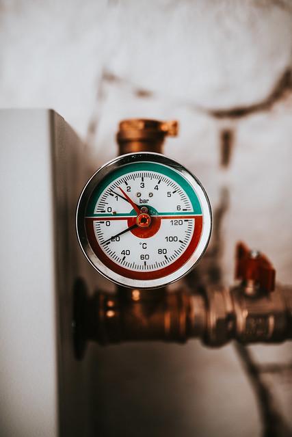 Manomether of heat thermal pump closeup.