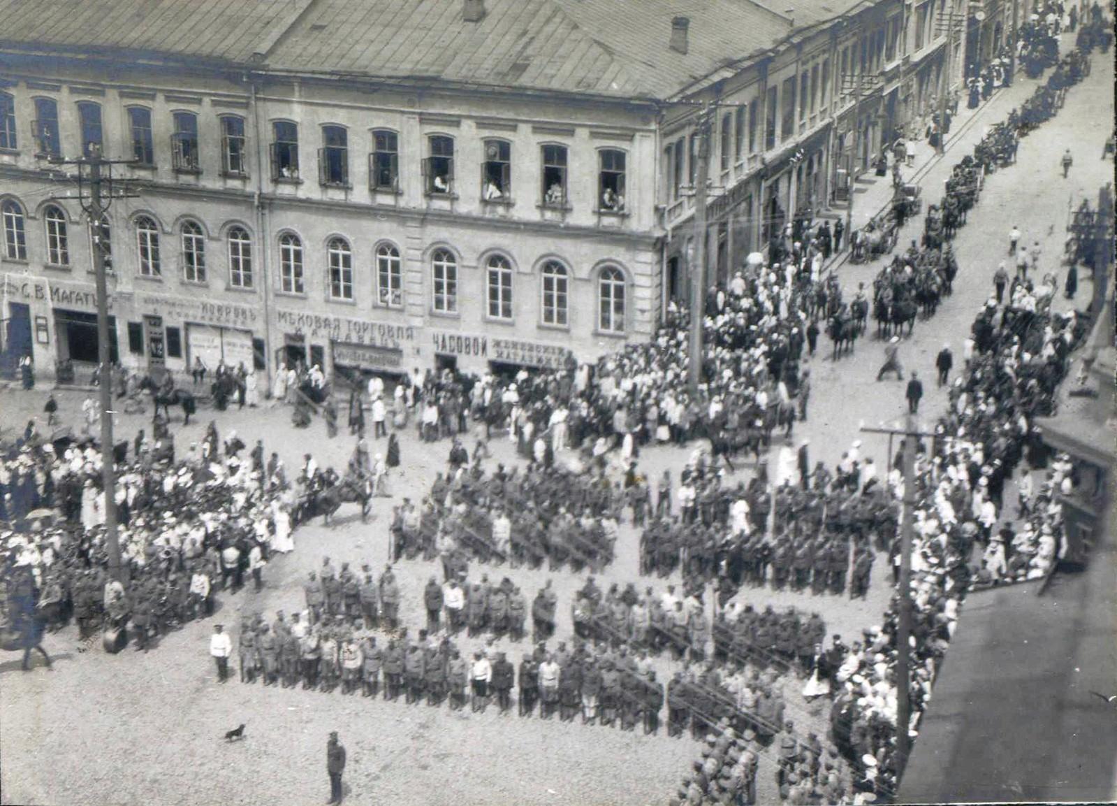 143. 1919. Панихида по павшим воинам в Харькове, июнь.