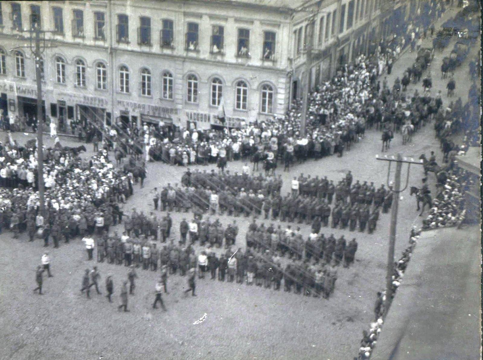 145. 1919. Панихида по павшим воинам в Харькове, июнь
