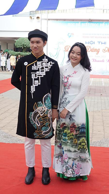 Thi áo dài