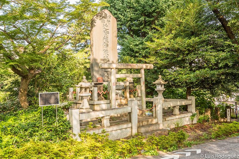 Tumba de los fallecidos en el Hitachi Maru