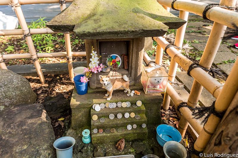 Tumba de Hachiko en el cementerio de Aoyama