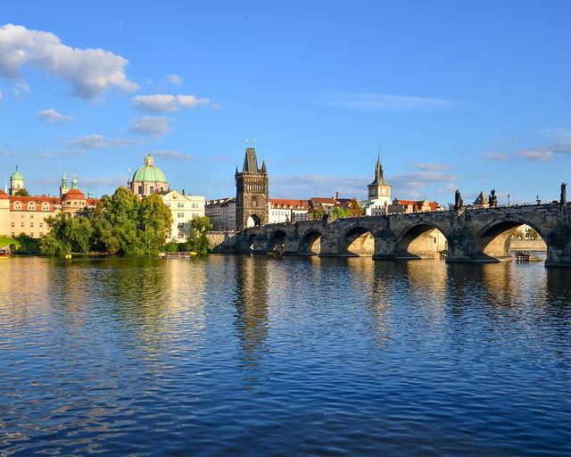 Vistas del Puente de Carlos en Praga