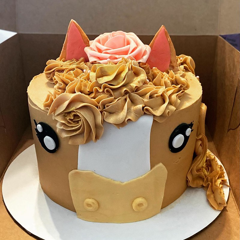Cake by Sassy Sweets & Eats